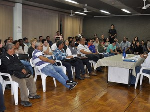 Reunião reuniu representantes do COMUTRAN e manifestantes (Foto: Jorge Trindade/PMR)