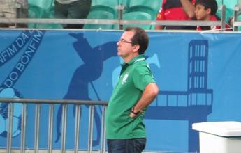 Ainda confiante, Enderson Moreira vê evolução e pede coragem aos atletas
