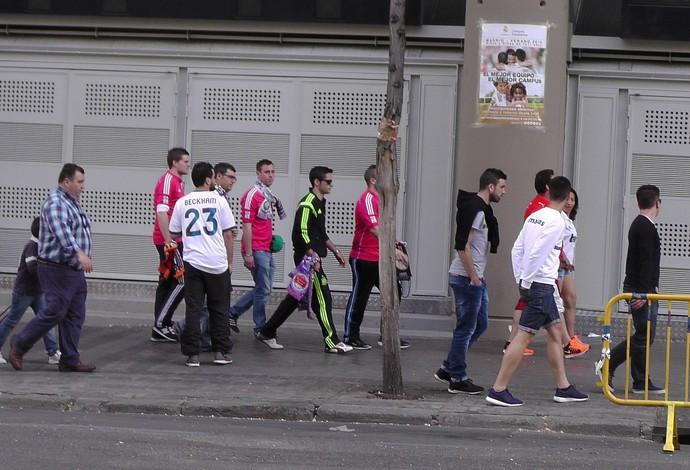 Torcida camisa Beckham movimentação Santiago Bernabéu Real Madrid (Foto: Claudia Garcia/GloboEsporte.com)