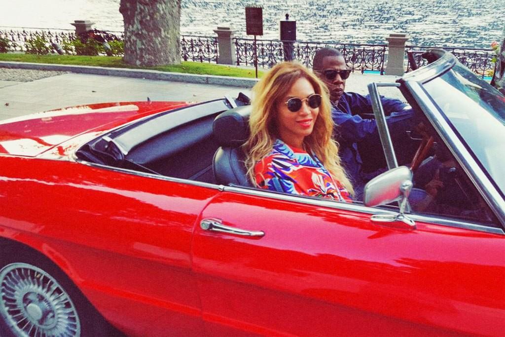 Beyonc e Jay-Z passeando por Paris (Foto: Reproduo/Beyonc.com)