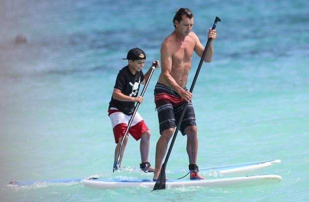 Gavin Rossdale e o filho Kingston (Foto: AKM-GSI)