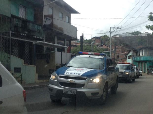Operação na Avenida Suburbana, em Salvador (Foto: Valma Silva/G1)