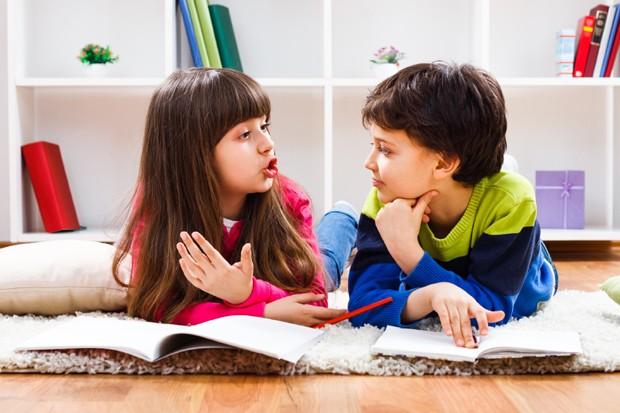 Crianças conversando (Foto: Thinkstock)
