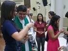 'Santa Missa Pelo Enem' distribui canetas com salmos em igreja no AC