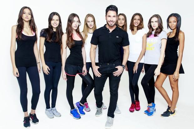 Rodrigo Sangion, personal trainer de Izabel Goulart, com algumas das modelos novatas (Foto: Divulgação / Thiago Teixeira)