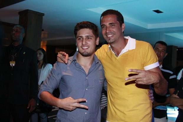 Daniel Rocha e Latino (Foto: Philipe Lima e Alex Palarea/Agnews)