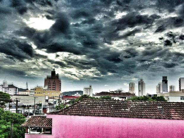 Tempo fechado em Santos (Foto: Darrell Champlin/Arquivo Pessoal)