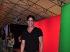 Rômulo Neto se declara para Cleo Pires em evento: 'Amando muito'