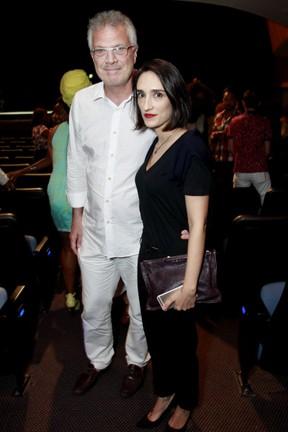 Pedro Bial e a mulher, Maria Prata, em estreia de peça no Centro do Rio (Foto: Marcos Ferreira/ Brazil News)