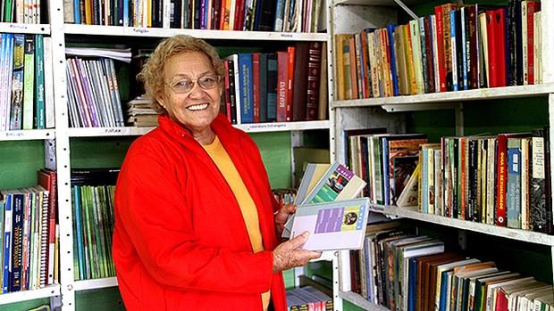 Escritora lança livro de poesia na Biblioteca Municipal de Itanhaém nesta sexta-feira (20) (divulgação)