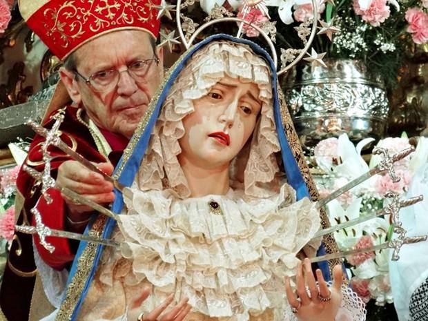 Bispo Dom Célio de Oliveira Goulart realiza Solene Coroação de Nossa Senhora em São João del Rei (Foto: Diocese de São João del Rei/Divulgação)
