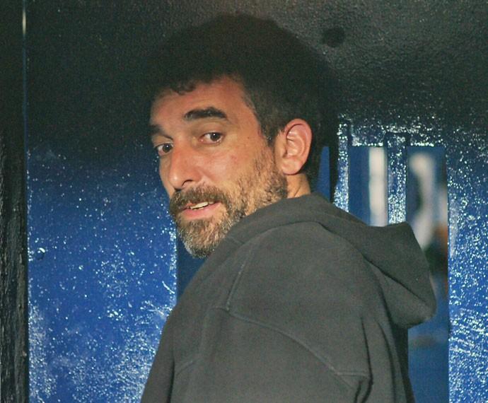 Apreensivo, Salazar aguarda ação de Romero (Foto: TV Globo)