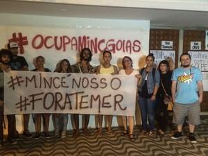 Grupo ocupa Iphan em protesto contra o fim do MinC, em Goiânia, Goiás (Foto: Vanessa Martins/G1)