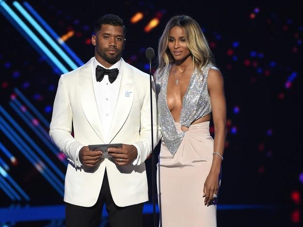Russell Wilson e Ciara em premiação esportiva em Los Angeles, nos Estados Unidos (Foto: Kevin Winter/ Getty Images/ AFP)