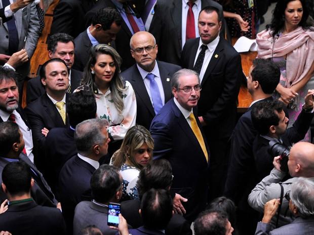 A deputada Jozi Araújo, no plenário da Câmara, ao lado do ex-deputado Eduardo Cunha (PMDB) (Foto: Luis Macedo/Câmara dos Deputados)