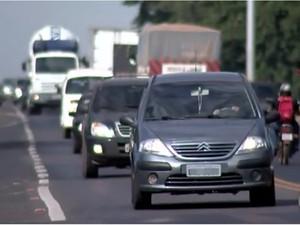 Donos de veículos têm 30 dias, após notificação, para pagar IPVA de 2014, com acréscimos legais (Foto: Reprodução/TV TEM)