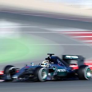 Hamilton testes em barcelona (Foto: Mark Thompson / Getty Images)