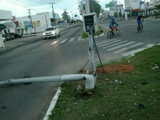 Acidente aconteceu na Avenida Engenheiro Roberto Freire (Foto: Divulgação/PM)
