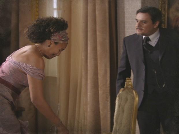 Bonifácio acaba dando um belo castigo na peste (Foto: Lado a Lado/TV Globo)