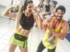 Roni Mazon exibe músculos e faz pose de fisiculturista em academia