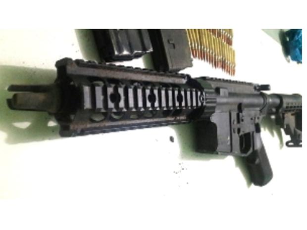 um fuzil Ruger NewPort NH USA, com 38 munições intactas calibre 556 e dois carregadores, com capacidade para 30 projéteis. (Foto: SSPDS/Divulgação)