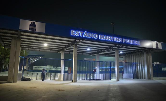 Estádio Martins Pereira noite 2014 (Foto: Tião Martins/ PMSJC)