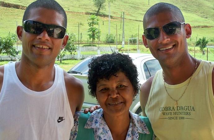 Goleiro Mão (Foto: Mão e seu irmão Carlos Rodrigues confundem os fãs do goleiro e até os parentes)