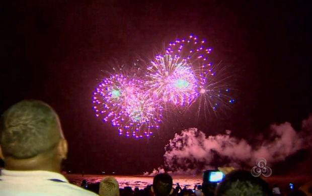 Show pirotécnico na orla de Macapá (Foto: Reprodução/TV Amapá)