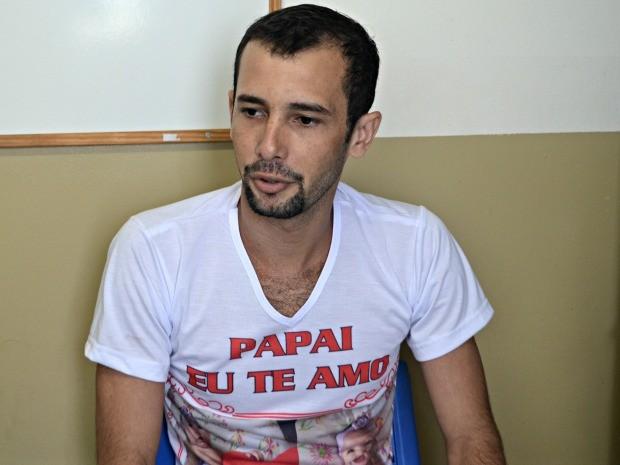 Adriano diz que vê a oportunidade uma nova chance com o ingresso à universidade  (Foto: Taís Nascimento/G1 )