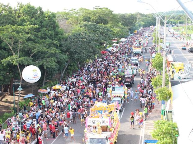 Corso de Teresina reúne mais de 50 mil pessoas na Avenida Raul Lopes (Foto: Ellyo Teixeira/G1)