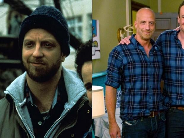 O ator Chris Elliott em 'Feitiço do tempo' (1993) e na série 'How I met your mother' (2012) (Foto: Divulgação/CBS)