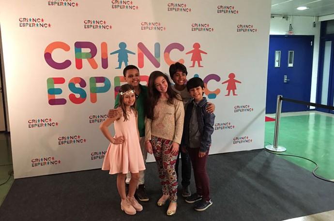 Rafa também tirou foto ao lado dos amigos do The Voice Kids (Foto: Arquivo pessoal )