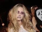 Ellen Rocche usa fantasia assustadora em festa de Halloween