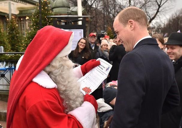 Príncipe William entrega carta a Papai Noel (Foto: Getty Images)