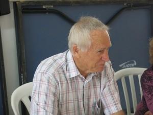 Raymundo faz aulas de inglês junto com a esposa (Foto: Mariane Rossi/G1)