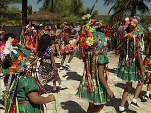 Grupo do Guarujá faz apresentação de dança no parque aquático de Olímpia (Foto: Reprodução / TV Tem)