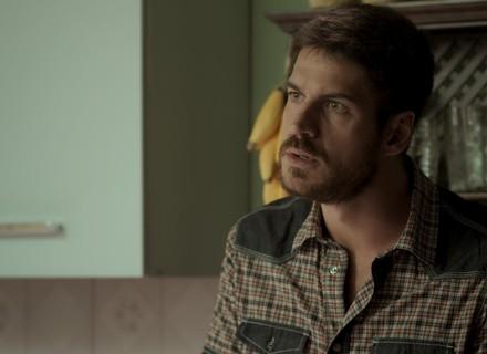 Zeca decide esquecer Rita e aluga casa no Rio
