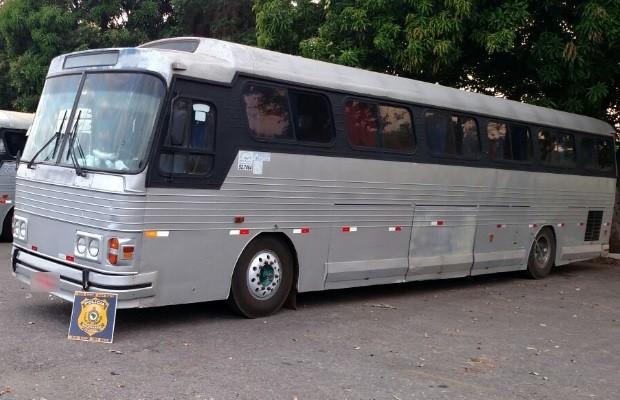 Ônibus irregular é apreendido pela 3ª vez em dez meses, em Porangatu, Goiás (Foto: Reprodução/TV Anhanguera)