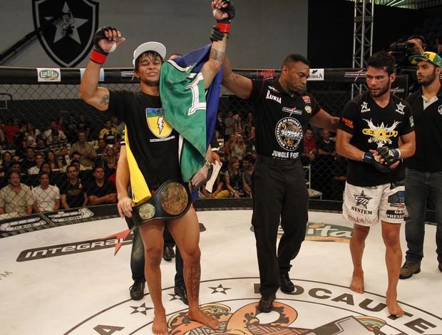 Tiago Trator vence Geraldo Luan Santana no Jungle Fight 59 (Foto: Fernando Azevedo)