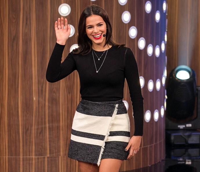 Bruna Marquezine cumprimenta o público do 'Tamanho Família' (Foto: Isabella Pinheiro / Gshow)
