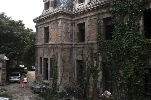 Apesar de estar localizada em área considerada nobre de Pequim, mansão não encontra compradores (Foto: Gilles Sabrie/The New York Times)