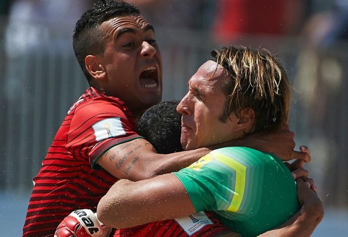 Léo Martins (esq) e Elinton (direita): campeões mundiais a serviço do Fluminense  (Foto: Lea Well / Divulgação / BSWW)
