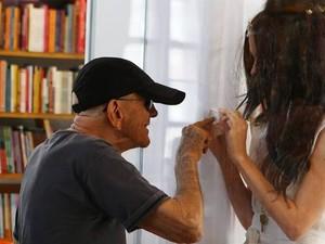 Rubem Fonseca com Paula Parisot (Foto: O Globo)