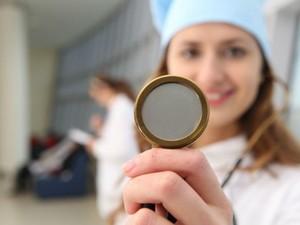 Pessoas com catarata começam a enxergar embaçado e precisam de cirurgia  (Foto: Divulgação)