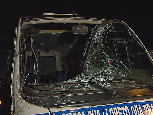 Acidente com 4 veículos em Jaboatão - Ônibus (Foto: Reprodução / TV Globo)