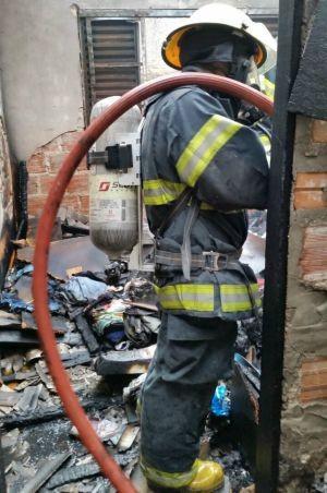 Segundo os bombeiros, fogo foi provocado por fósforo (Foto: Corpos de Bombeiros/Divulgação)