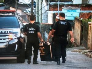 Polícia Civil atua em 12 cidades (Foto: João Salgado/RBS TV)