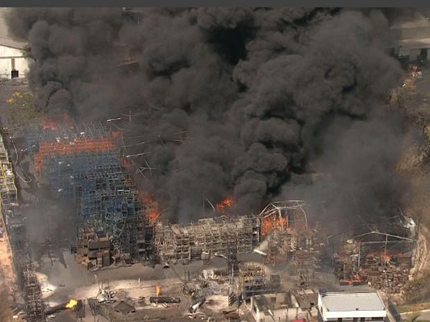 Explosão em fábrica em contagem, na Grande BH (Foto: Reprodução/TV Globo)