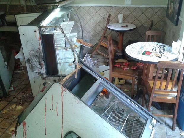 Loja da pizzaria Mamma Rosa ficou destruída (Foto: Romulo Mathias/Arquivo pessoal)