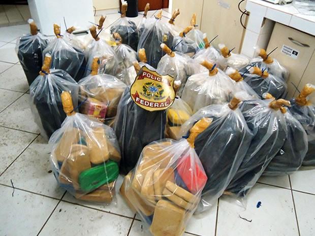 Droga era transportada em caminhão e seria levada para a região sudeste do país (Foto: Assessoria/PF)